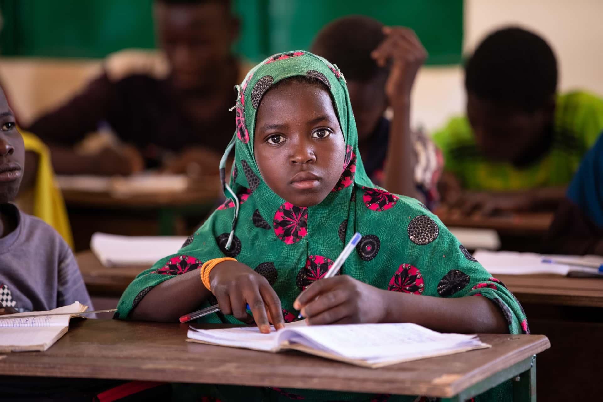 Alle barn, i alle land, på skolen! Skriv under på www.adra.org/inschool